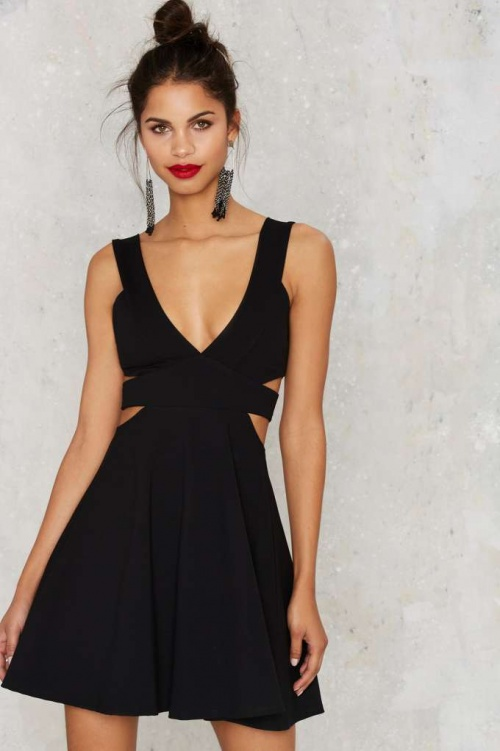 Nasty Gal robe noire patineuse découpe taille