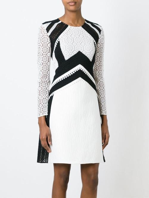 Burberry  robe blanche et noir dentelle