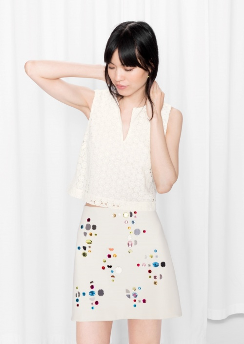& Other Stories mini jupe blanche bijoux