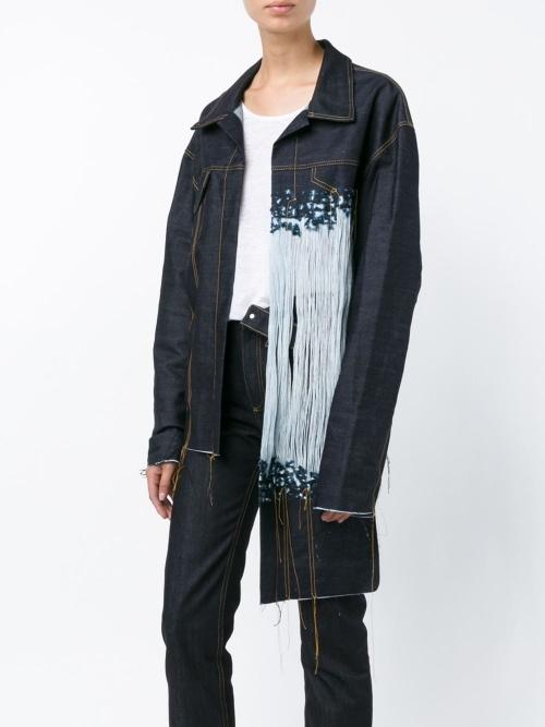Faustine Steinmetz veste jean asymétrique à franges