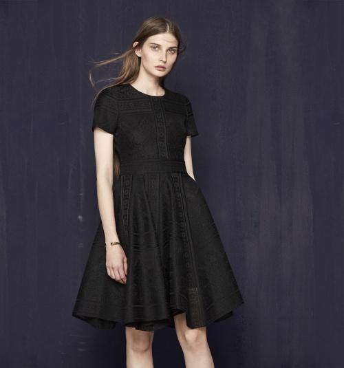 Maje robe noire dentelle motifs