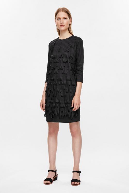 COS  robe lamelles noires