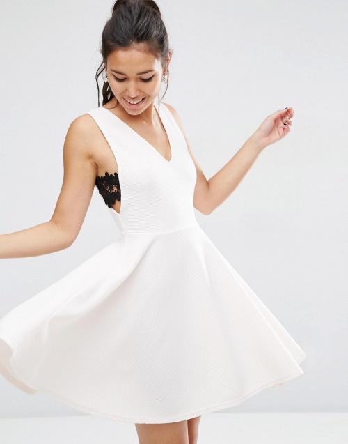 Asos robe blanche empiècement dentelle coté
