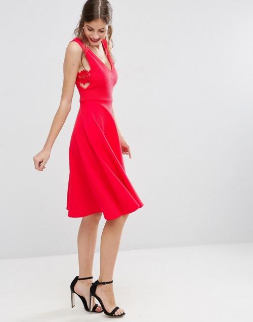 Asos robe rouge empiècement dentelle coté