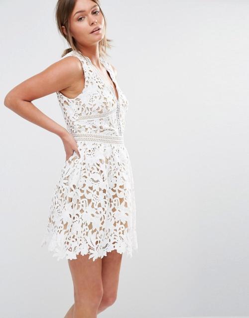 New Look robe blanche dentelle décolleté