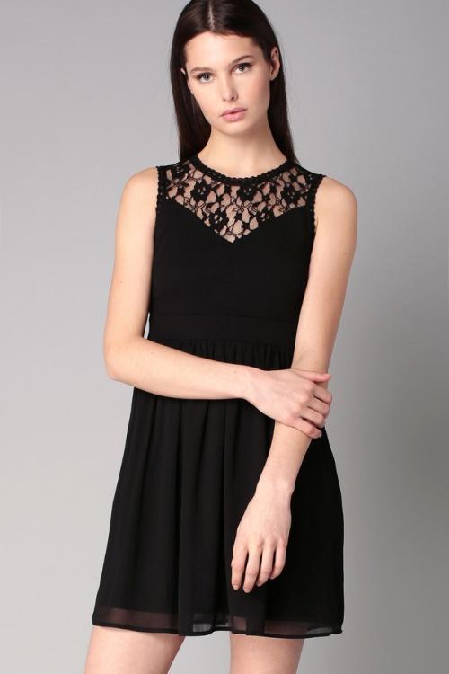 Vero Moda  robe noire empiècement dentelle