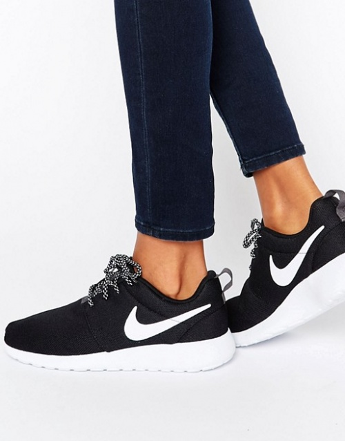 Nike - Baskets noires et blanches