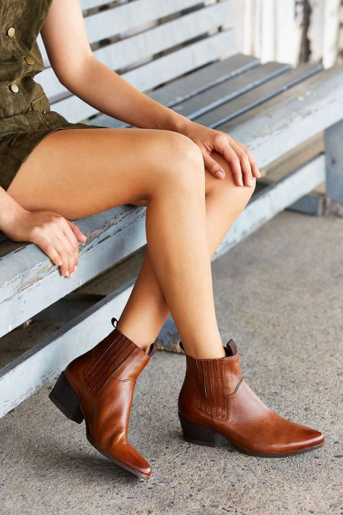 Urban Outfitters - Bottines Chelsea Mandy fauve style western