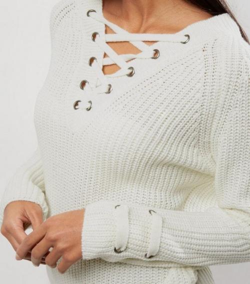 New Look - Pull blanc écru à œillets lacé à l'avant comme sur les manches