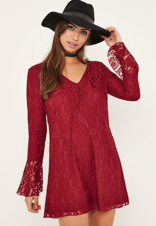 Missguided - Robe en dentelle rouge à manches évasées