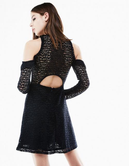 Bershka - Robe noire à épaules dénudées ornées de volants et dos dénudé