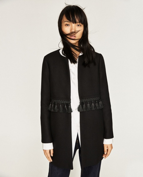 Manteau avec pompons à la taille