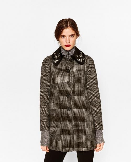 Manteau à carreaux avec col bijoux