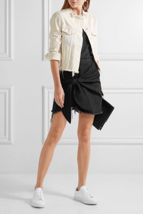 Mini-jupe en jean effilé nouée