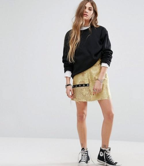 Mini-jupe en brocart avec détail oeillets