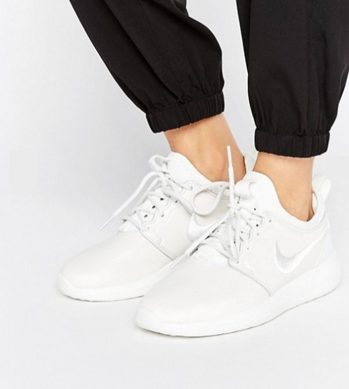 Roshe 2 Premium - Baskets avec virgule brodée - Blanc