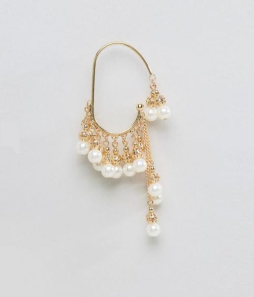 Bijou d'oreille orné de perles