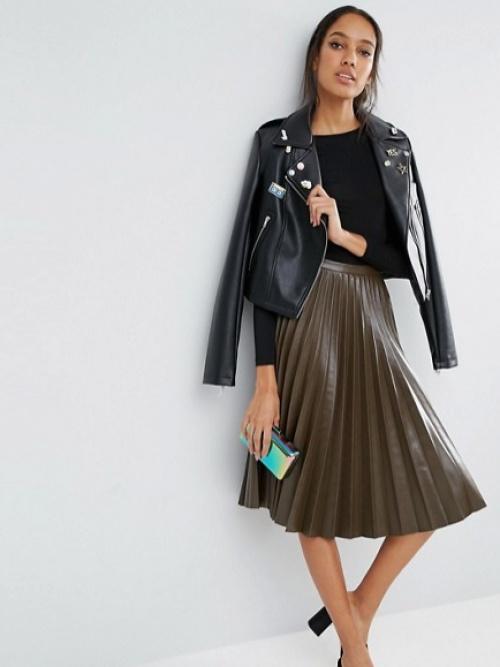 Jupe mi-longue plissée en imitation cuir