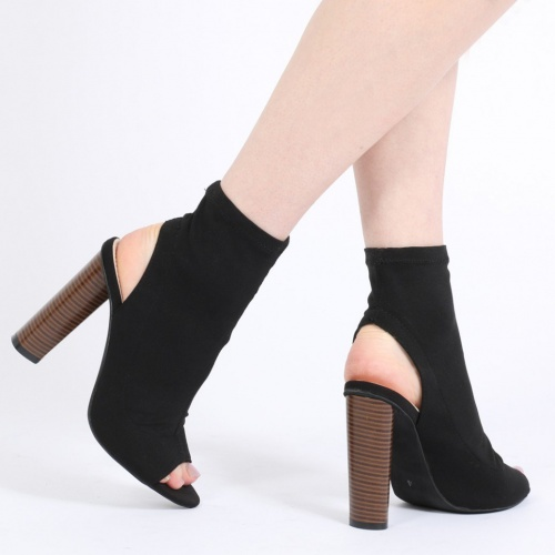 ALIAH CUT OUT STACKED HEEL STRETCH ANKLE BOOTS IN BLACK