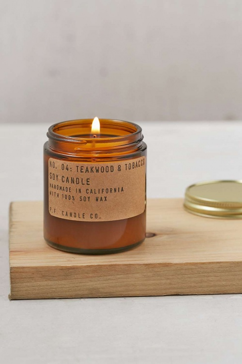 PF Candle Co. - Bougie en pot parfum teck et tabac