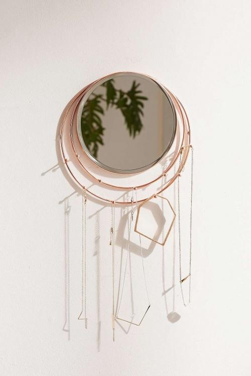 Miroir et porte-bijoux à fixer au mur