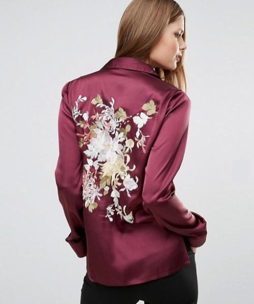 ASOS TALL - Blouse de pyjama en satin avec fleurs brodées dans le dos