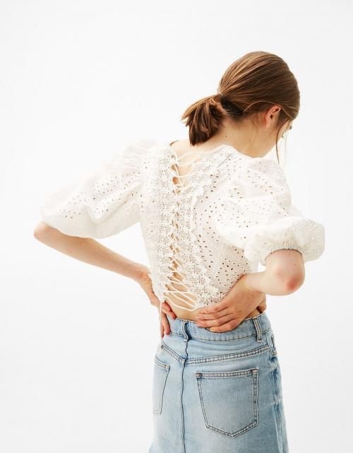 Bershka - Blouse courte corsage dans le dos