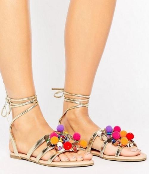 Asos - Sandales plates ornées de pompons
