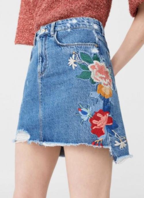 Mango - Mini-jupe en jean brodée