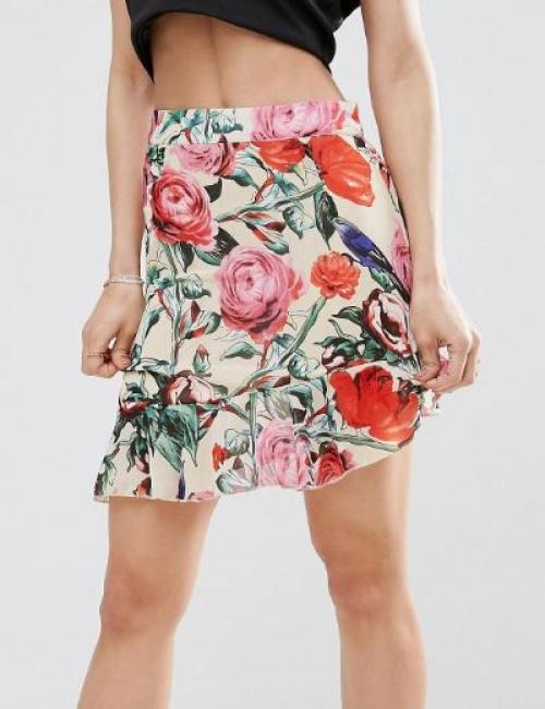 PrettyLittleThing - Mini-jupe à fleurs et ourlet volanté