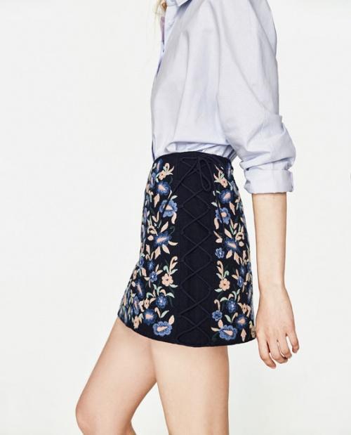 Zara - Mini-jupe brodée et lacée