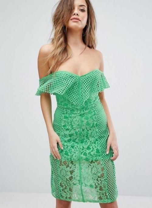 PrettyLittleThing - Robe en dentelle style Bardot