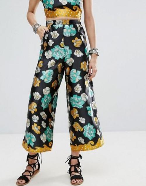 Glamorous - Pantalon style festival à fleurs de longueur inhabituelle style rétro