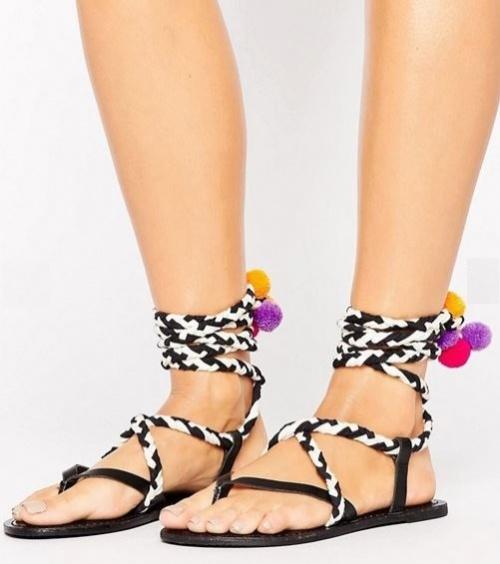 Asos  - Sandales en cuir et corde ornées de pompons