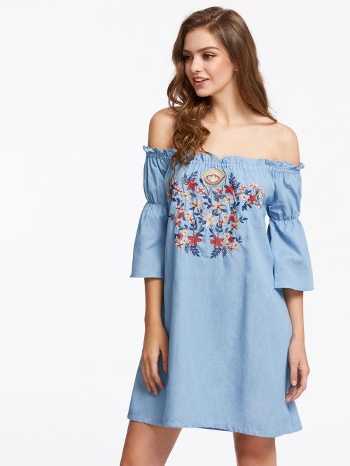 Robe en denim avec fleurs brodées