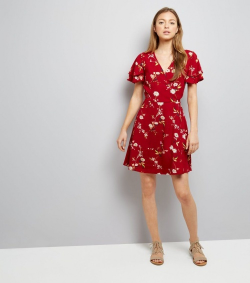 robe cache coeur rouge à fleurs