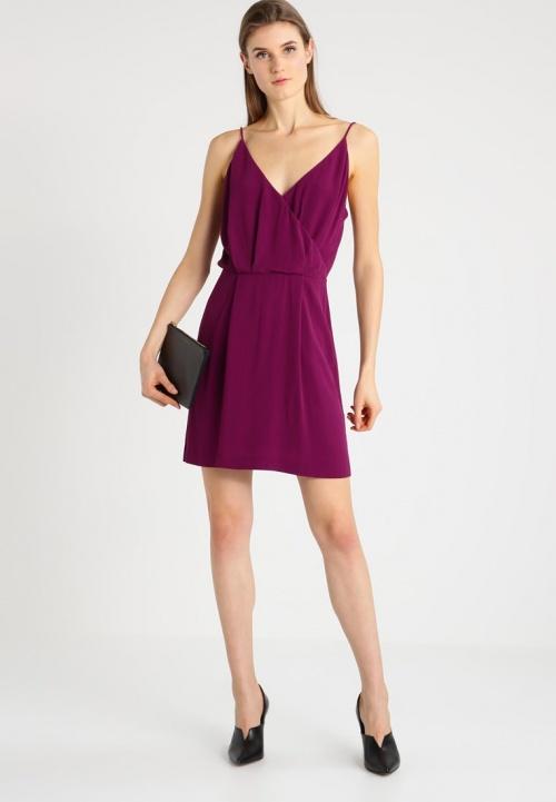 robe cache coeur violette