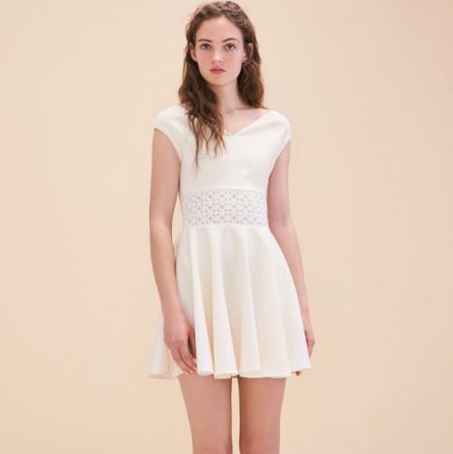 Robe blanche sans manches avec broderies