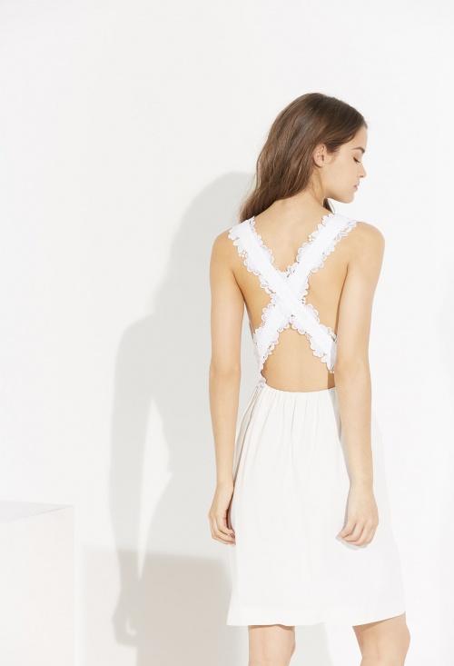 robe avec bretelles croisées derrière