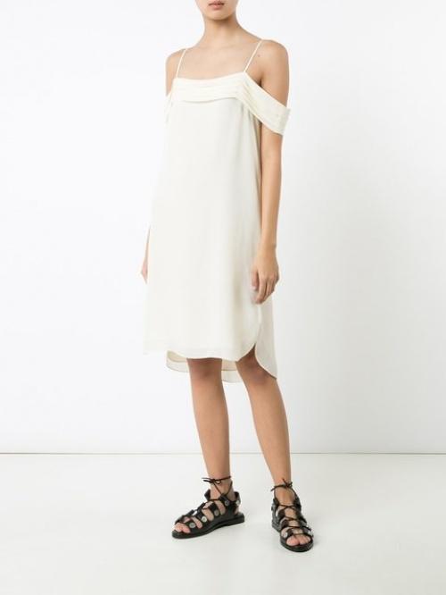 robe à effet d'épaules descendues