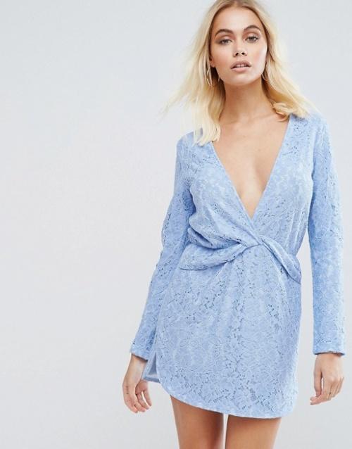 PrettyLittleThing - Robe droite courte en dentelle torsadée sur le devant