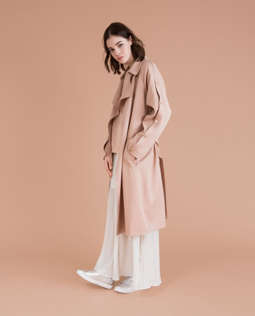 Trench nude