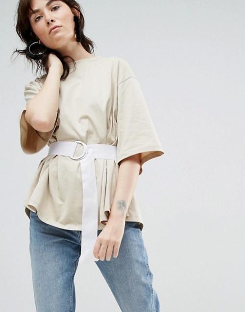 Asos White  - T-shirt avec empiècement élastique au dos et ceinture avec anneau