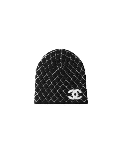 Chanel - Bonnet noir brodé