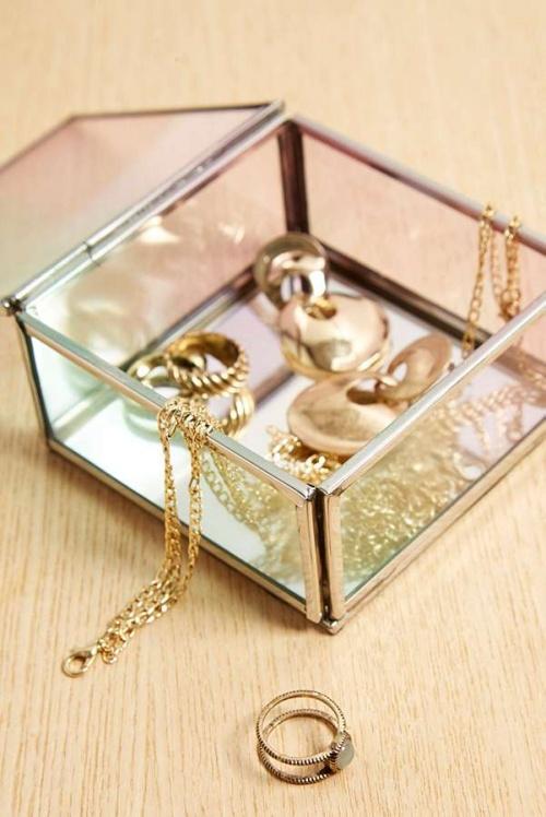 Urban Outfitters - Boîte à bijoux carrée
