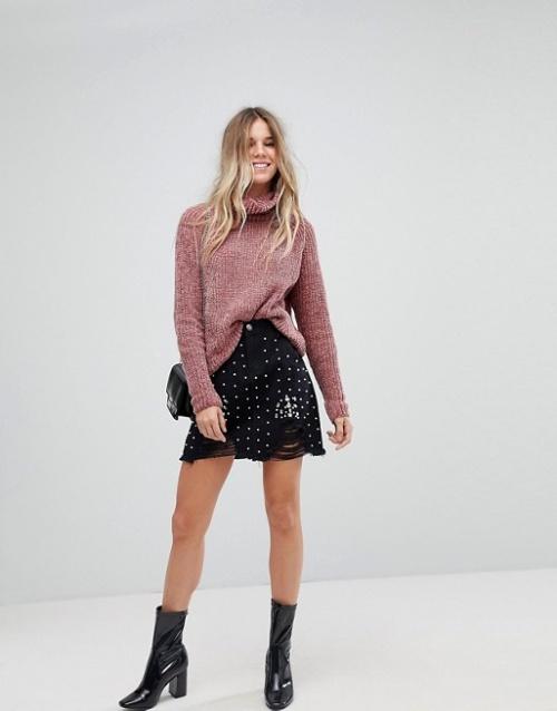 Boohoo - Mini-jupe en jean ornée de perles fantaisie