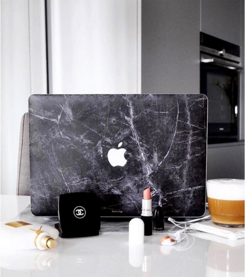 L'Avant-Gardiste - Coque en marque Macbook