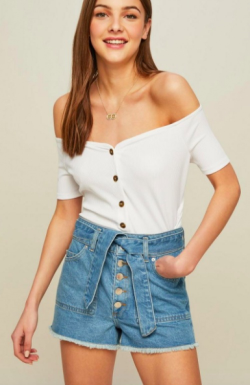 Miss Selfridge - Short en jean bleu clair avec ceinture