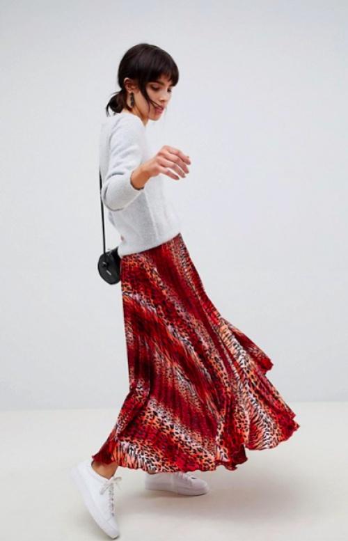 ASOS DESIGN - Jupe Mi-Longue Plissée en Satin à Imprimé Léopard Rose - Rouge