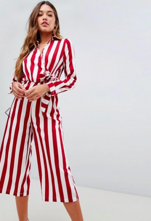 Boohoo - Combinaison Style Jupe-Culotte avec Lien à Nouer sur le Côté - Rayures Rouges et Blanches